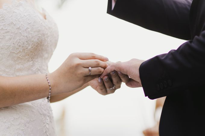 Ian & Farra Intimate Beach Villa Wedding by Vilia Wedding Planner - 025