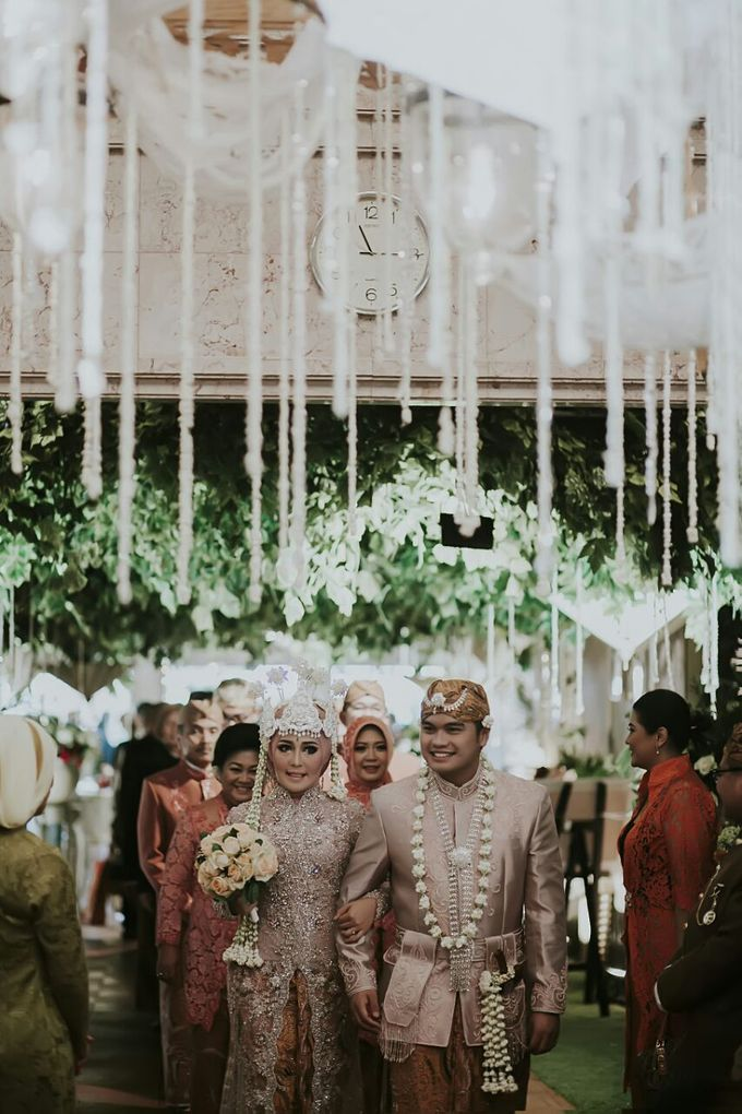 The Wedding Of Ayu + Agung by Wong Akbar Photography - 001