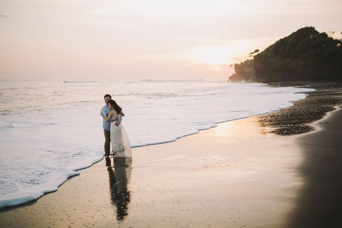 Graceful Beach and Mountain Prewedding in Bali by Fiume dress rental & collection - 029