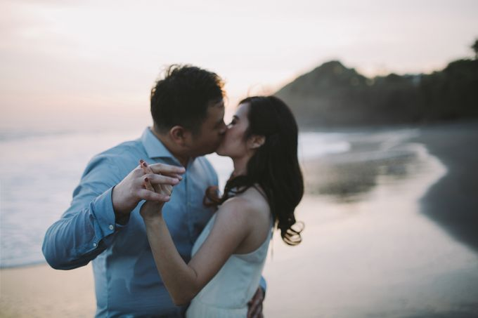 Graceful Beach and Mountain Prewedding in Bali by Fiume dress rental & collection - 032