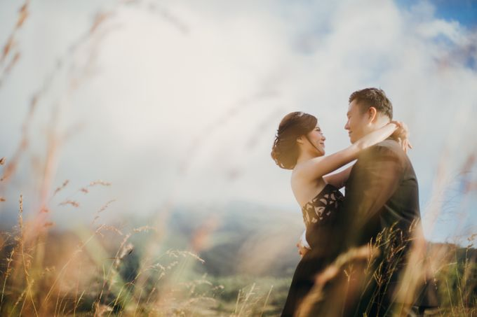 Graceful Beach and Mountain Prewedding in Bali by Fiume dress rental & collection - 039