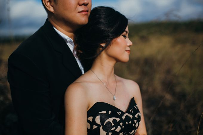 Graceful Beach and Mountain Prewedding in Bali by Fiume dress rental & collection - 041