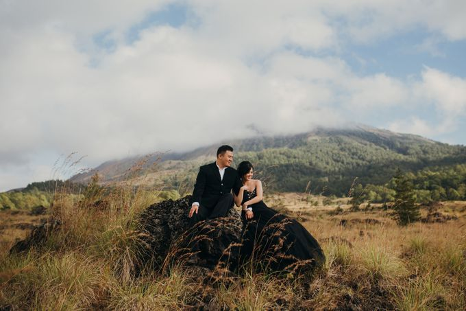 Graceful Beach and Mountain Prewedding in Bali by Fiume dress rental & collection - 042