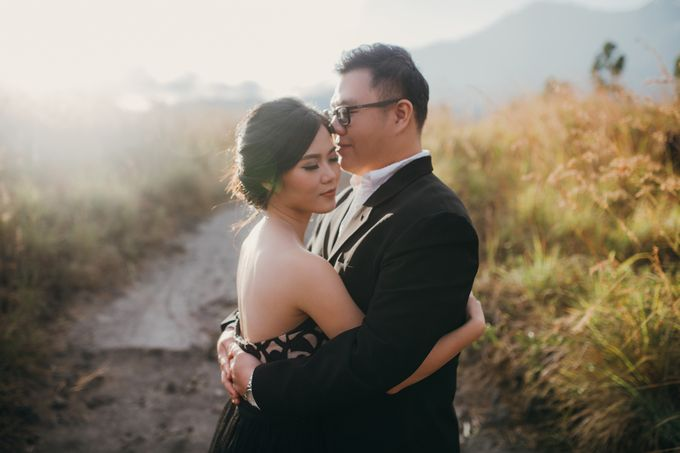 Graceful Beach and Mountain Prewedding in Bali by Fiume dress rental & collection - 034