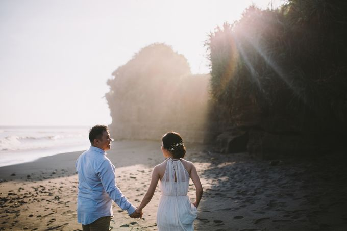 Graceful Beach and Mountain Prewedding in Bali by Fiume dress rental & collection - 001