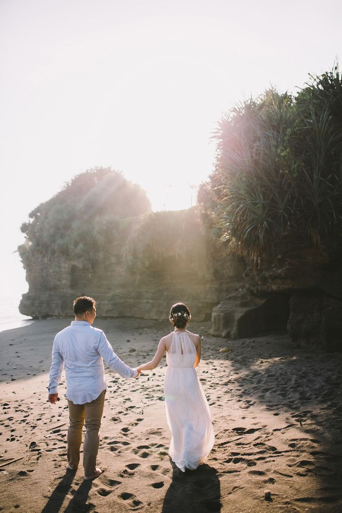 Graceful Beach and Mountain Prewedding in Bali by Fiume dress rental & collection - 002