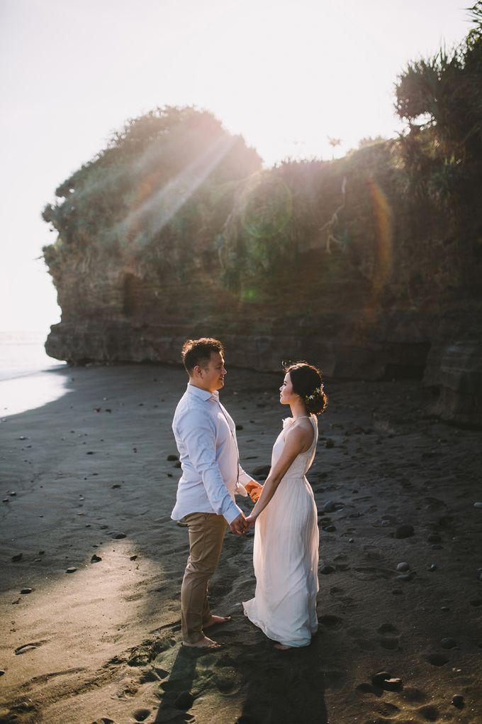 Graceful Beach and Mountain Prewedding in Bali by Fiume dress rental & collection - 003