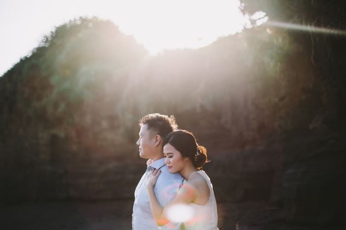 Graceful Beach and Mountain Prewedding in Bali by Fiume dress rental & collection - 004