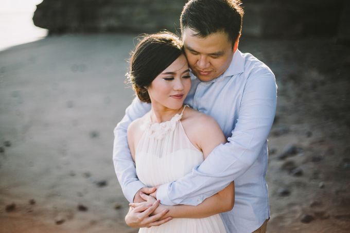 Graceful Beach and Mountain Prewedding in Bali by Fiume dress rental & collection - 005