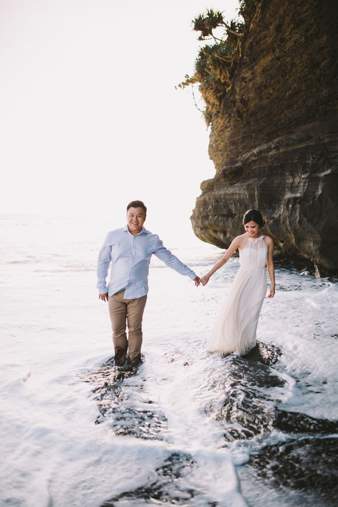 Graceful Beach and Mountain Prewedding in Bali by Fiume dress rental & collection - 008