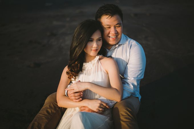 Graceful Beach and Mountain Prewedding in Bali by Fiume dress rental & collection - 013