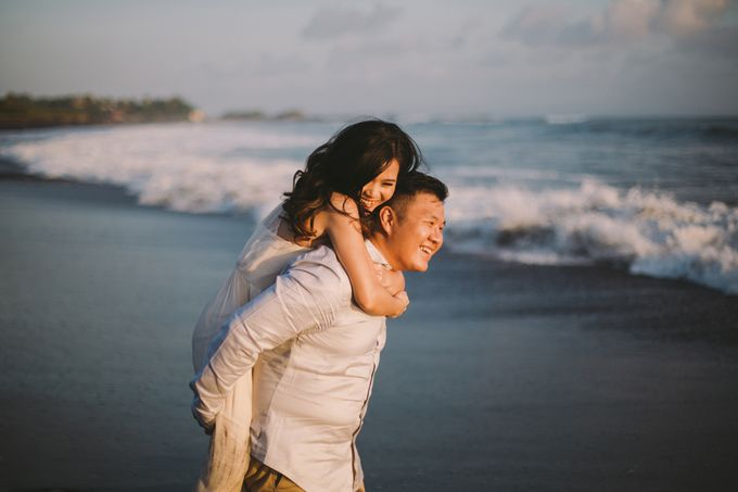 Graceful Beach and Mountain Prewedding in Bali by Fiume dress rental & collection - 016