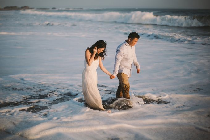 Graceful Beach and Mountain Prewedding in Bali by Fiume dress rental & collection - 018
