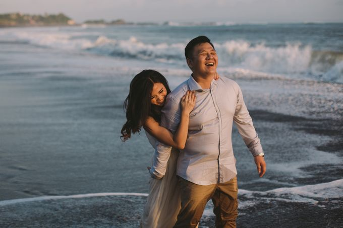 Graceful Beach and Mountain Prewedding in Bali by Fiume dress rental & collection - 019