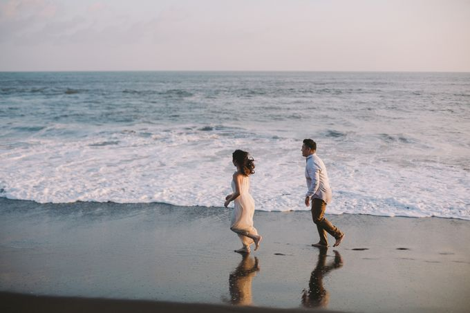 Graceful Beach and Mountain Prewedding in Bali by Fiume dress rental & collection - 020