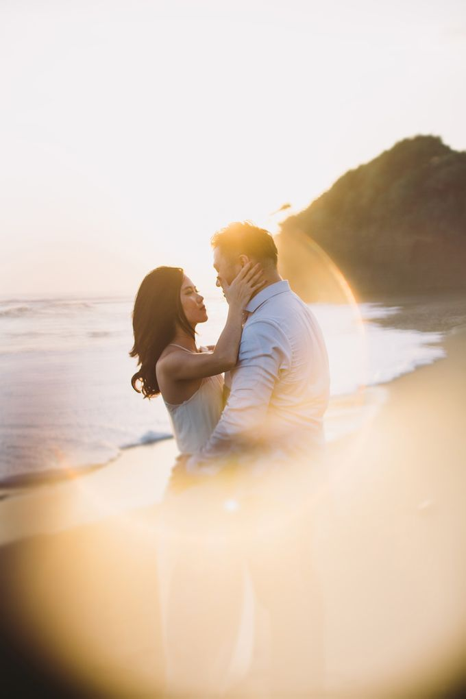 Graceful Beach and Mountain Prewedding in Bali by Fiume dress rental & collection - 023