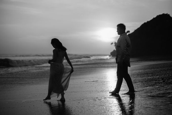 Graceful Beach and Mountain Prewedding in Bali by Fiume dress rental & collection - 025