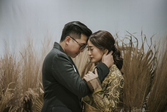 The Prewedding of Andari & Fath at Wildflower Studio by Warna Project - 013