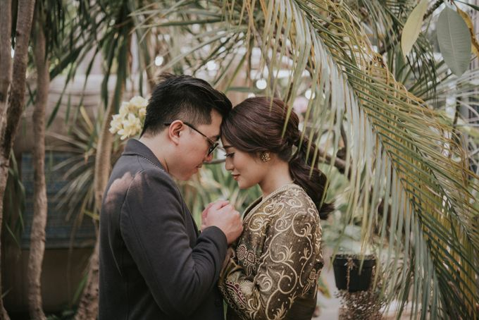 The Prewedding of Andari & Fath at Wildflower Studio by Warna Project - 009