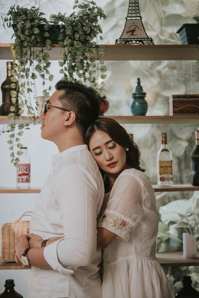 The Prewedding of Andari & Fath at Wildflower Studio by Warna Project - 002