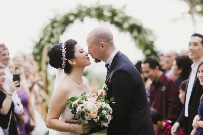 Ian & Farra Intimate Beach Villa Wedding by Vilia Wedding Planner - 028