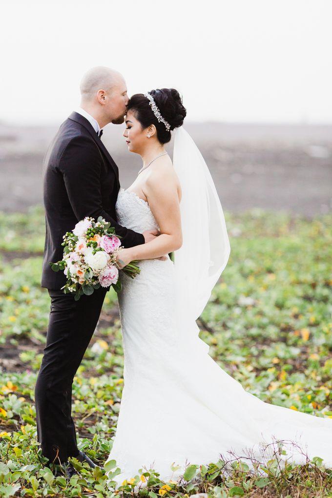 Ian & Farra Intimate Beach Villa Wedding by Vilia Wedding Planner - 030