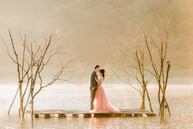 John & Emily Pre-wedding by Bali Pixtura - 002
