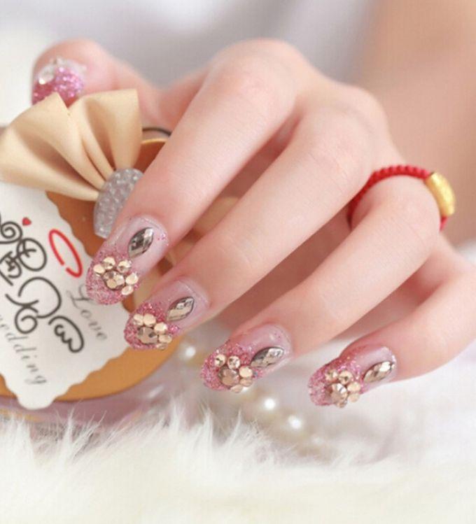 nail art- 24 pcs kuku palsu dengan warna pink dengan motif permata yang unik by Triwindu shop - 003