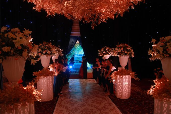 Autumn Theme Wedding Boy & Elisia at Empire 10th Floor  Surabaya by Diorama Tailor - 006