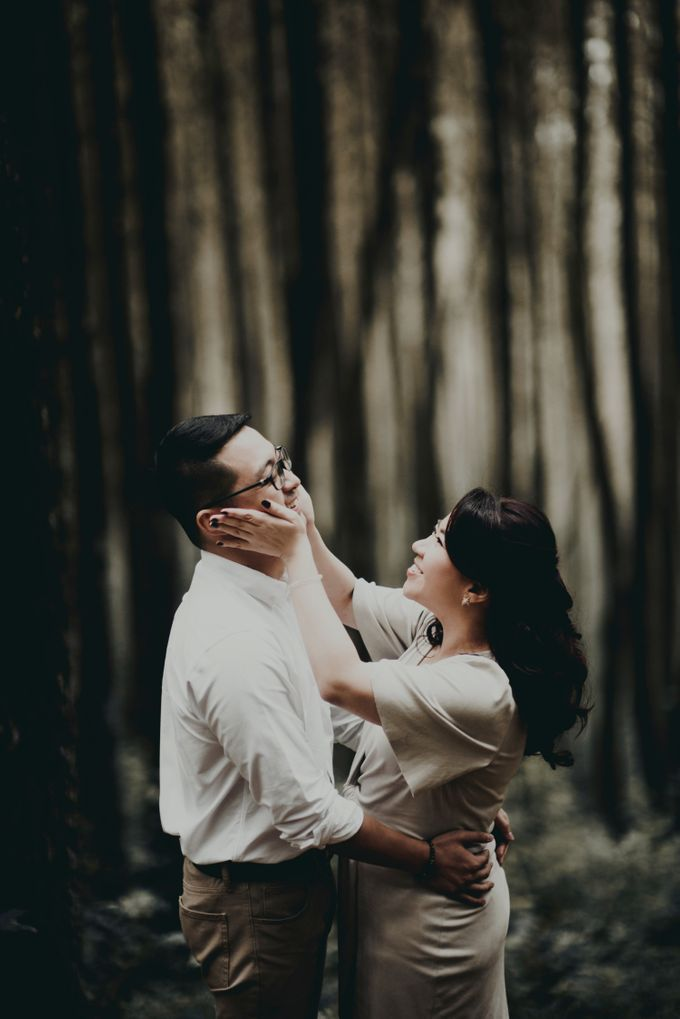 Karlina & Ariyanto Engagement Session by ATIPATTRA - 004