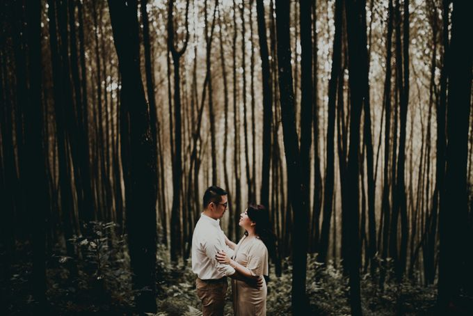 Karlina & Ariyanto Engagement Session by ATIPATTRA - 005
