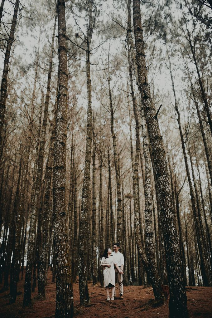 Karlina & Ariyanto Engagement Session by ATIPATTRA - 008