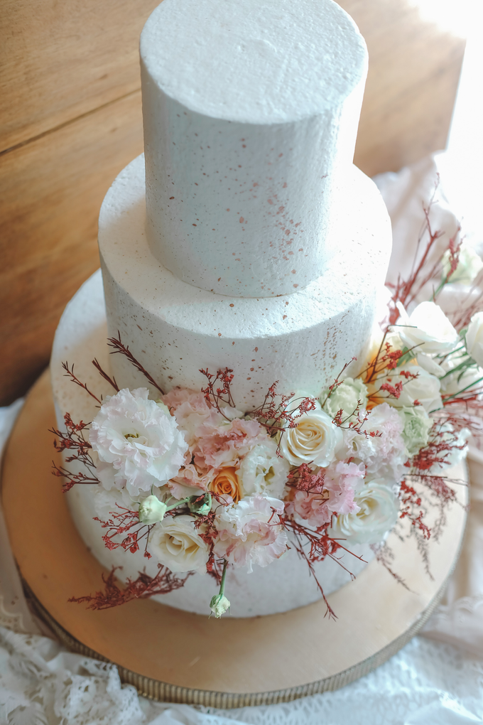 The Wedding of Indra & Angelica by KAIA Cakes & Co. - 010