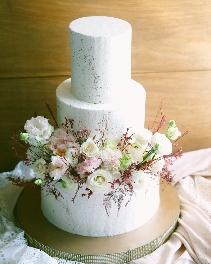 The Wedding of Indra & Angelica by KAIA Cakes & Co. - 011