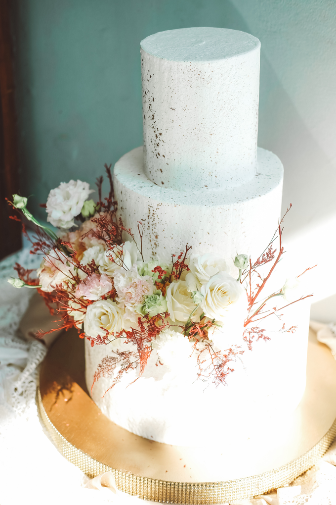The Wedding of Indra & Angelica by KAIA Cakes & Co. - 014