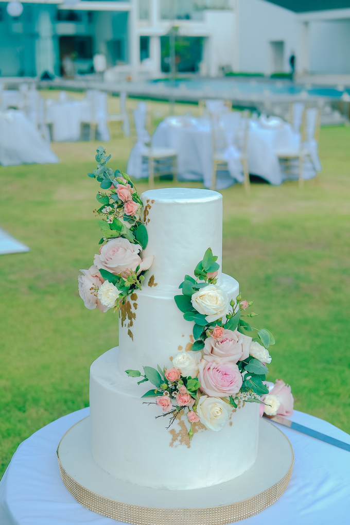 The wedding of Nicholas & Febiola by KAIA Cakes & Co. - 010