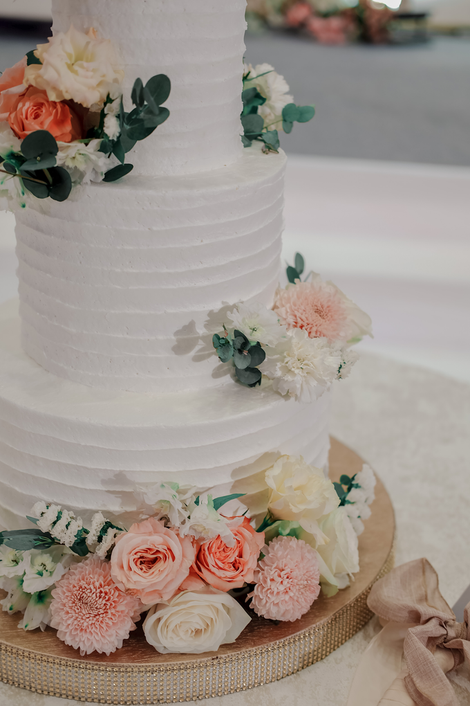 The Wedding of Felix & Silvia by KAIA Cakes & Co. - 009