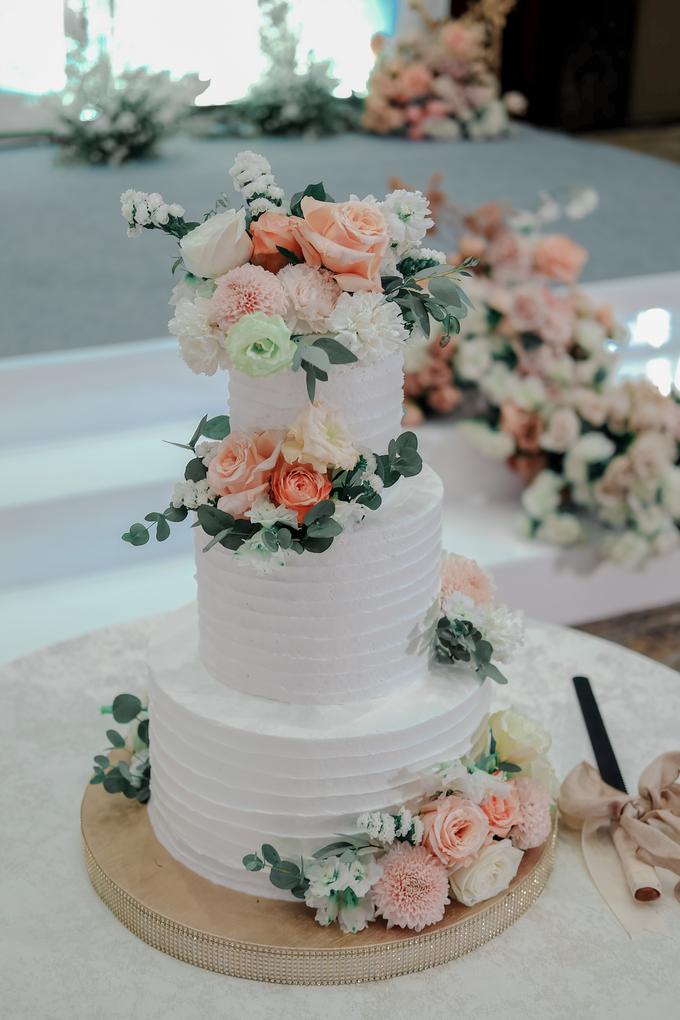 The Wedding of Felix & Silvia by KAIA Cakes & Co. - 010
