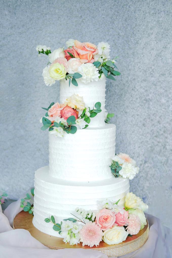 The Wedding of Felix & Silvia by KAIA Cakes & Co. - 013