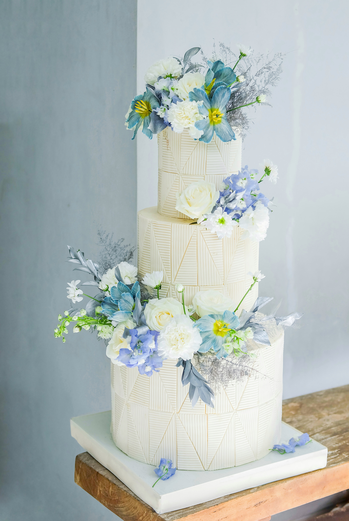 The wedding of Ferry & Kartika by KAIA Cakes & Co. - 025