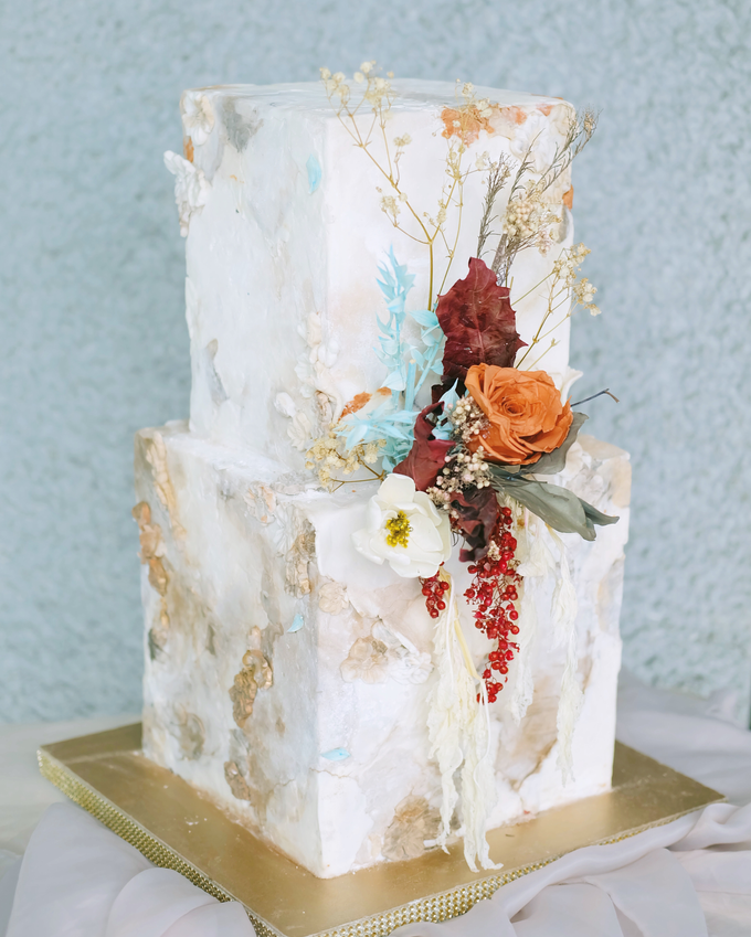 The wedding of Iwen & Devina by KAIA Cakes & Co. - 001