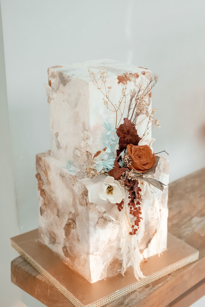 The wedding of Iwen & Devina by KAIA Cakes & Co. - 003