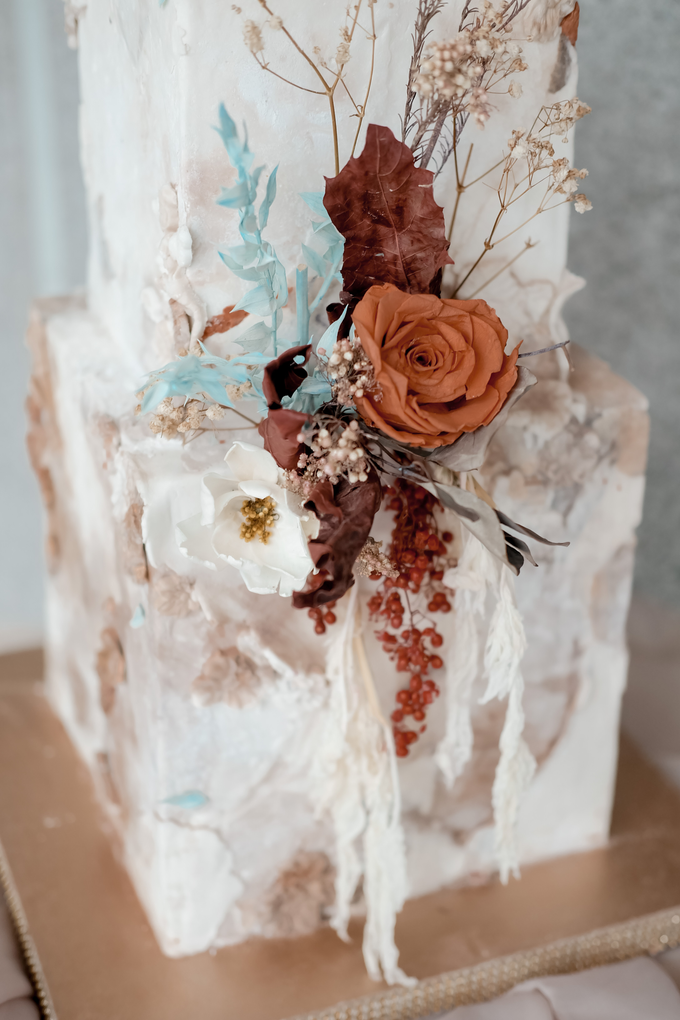 The wedding of Iwen & Devina by KAIA Cakes & Co. - 009