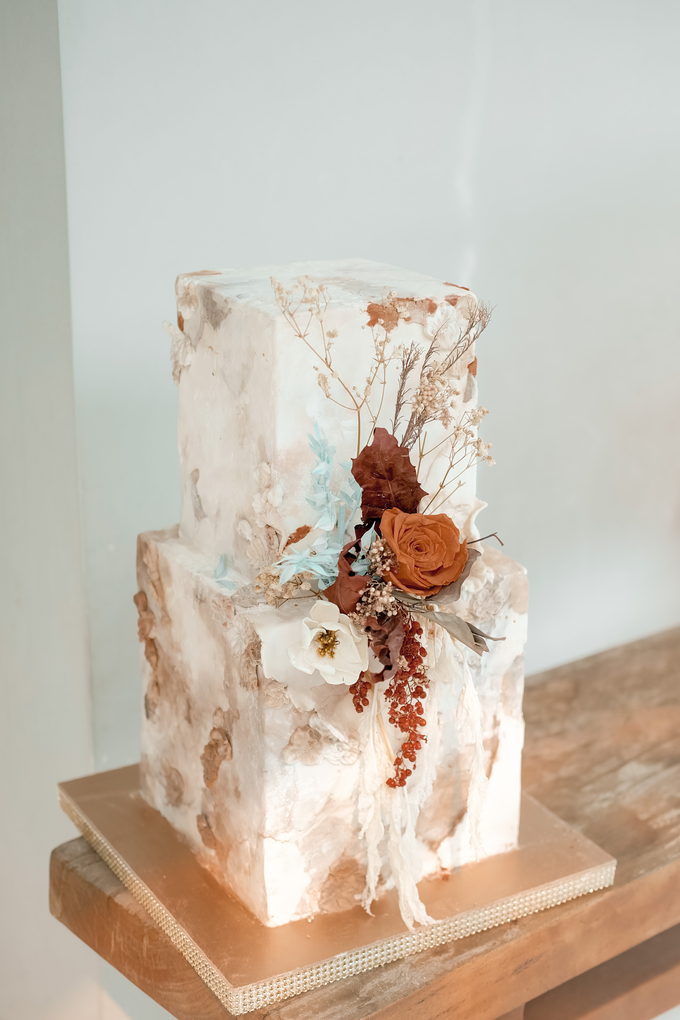 The wedding of Iwen & Devina by KAIA Cakes & Co. - 010