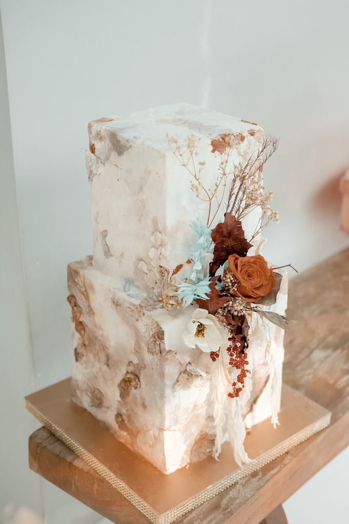 The wedding of Iwen & Devina by KAIA Cakes & Co. - 012