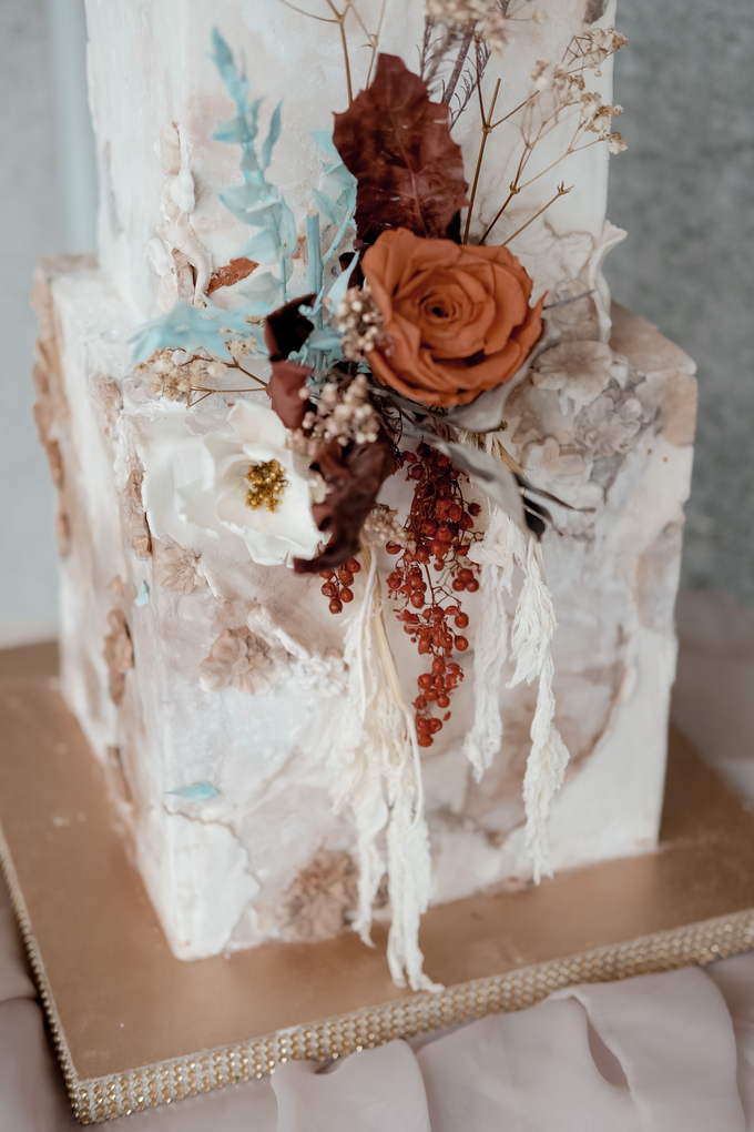 The wedding of Iwen & Devina by KAIA Cakes & Co. - 013