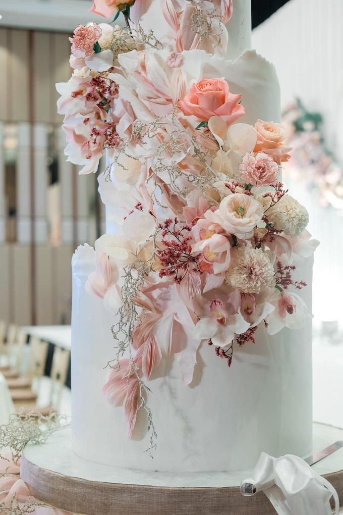 The wedding of Edbert & Priscilia by KAIA Cakes & Co. - 006