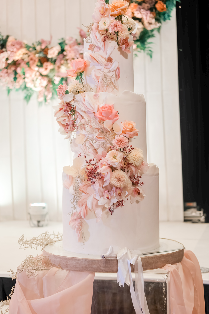 The wedding of Edbert & Priscilia by KAIA Cakes & Co. - 010