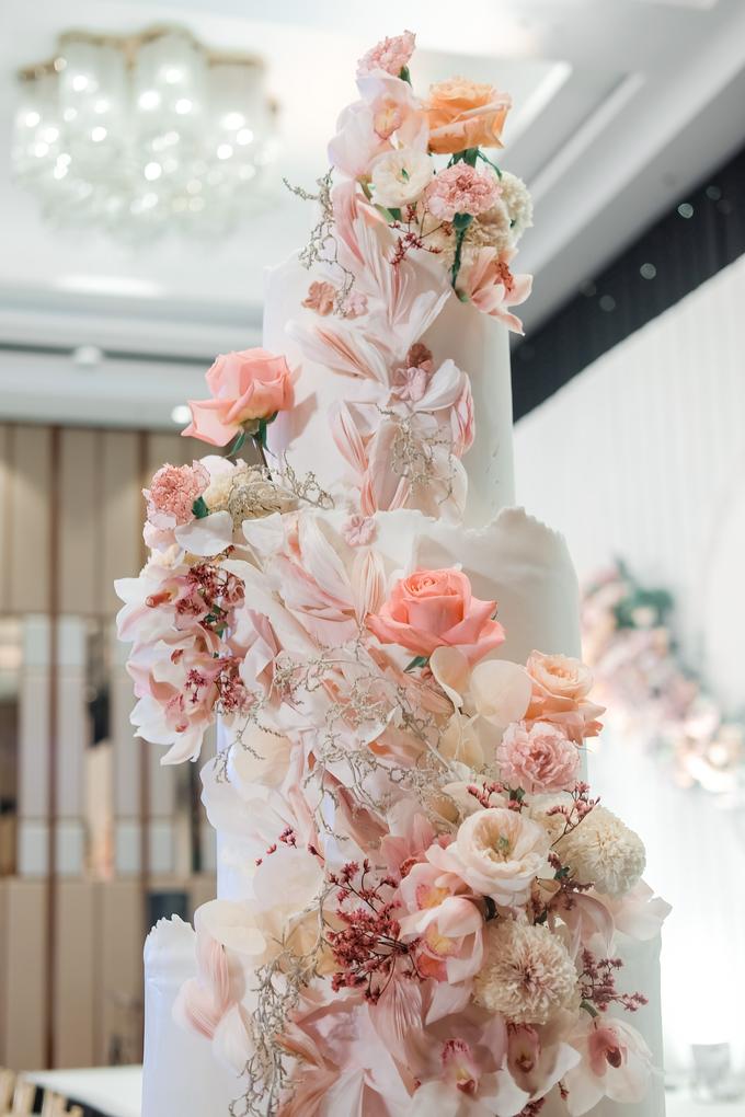 The wedding of Edbert & Priscilia by KAIA Cakes & Co. - 013