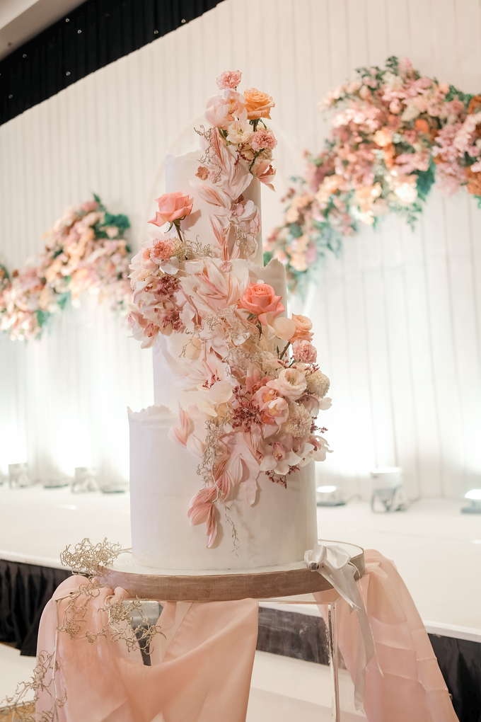 The wedding of Edbert & Priscilia by KAIA Cakes & Co. - 014